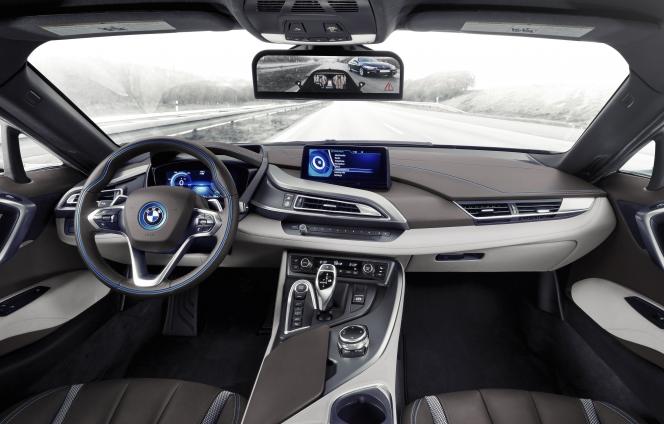 BMW i8 サイドカメラ