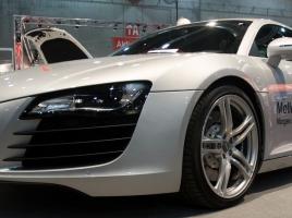 BMW M4や日産GT-Rなど市販車有名スポーツカー12車種が一斉にドラッグレース!果たして勝者は?【動画】
