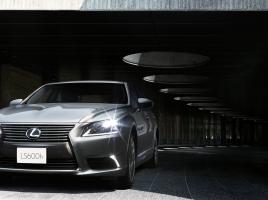 買うなら新車より中古!1000万円のレクサスLSが200万円で乗れる時代が来た!