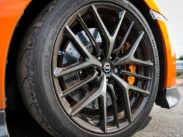 レクサスやGT-Rなどに標準装着!ランフラットタイヤのメリット・デメリット