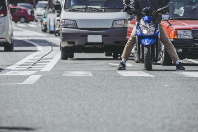 すり抜け バイク