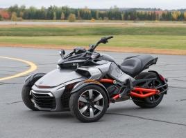 クルマ?バイク?新世代のモビリティ「Can-Am Spyder F3」とは?