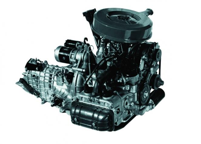 水平対向エンジン EA52型