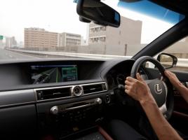 サンダルで運転、車検ステッカーを外すのもNG!?…意外と知られていないルール5選