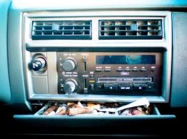 車内のたばこの臭いは減額査定?簡単にできる車内の消臭方法5選。