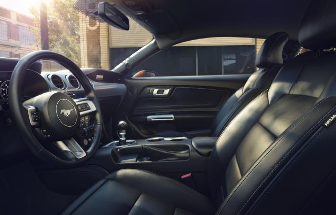 フォード マスタング 2018