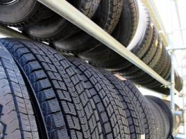 タイヤ溝のデザインはどうやって決めているの?