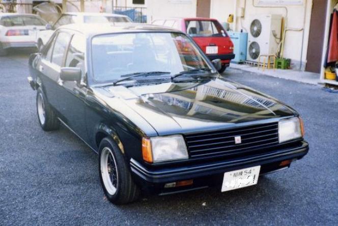 いすゞ ジェミニセダン 後期型