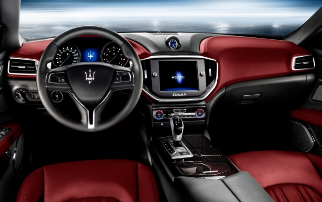 Maserati Ghibli 2014年モデル インテリア