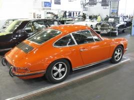 ポルシェのフラッグシップシリーズ 911カレラはどんな車?