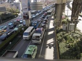 渋滞の先頭はどこ!?渋滞が引き起こされる原因は何なのか?