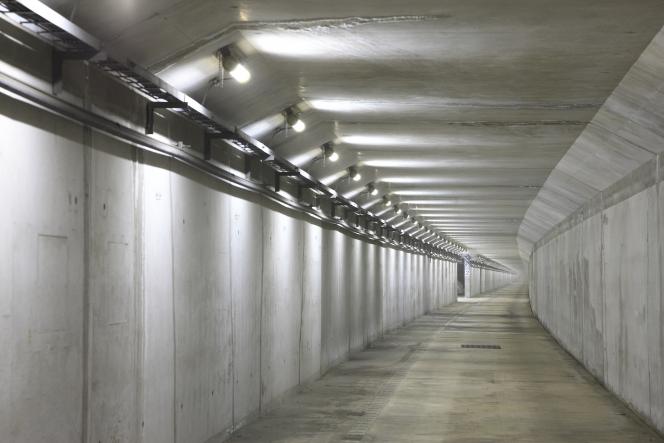 アクアトンネル 避難経路