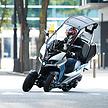 四輪ジャーナリストがADIVAの三輪スクーターに乗ってみた。