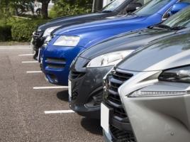 駐車時トラブルの定番。ドアパンチを防ぐ方法