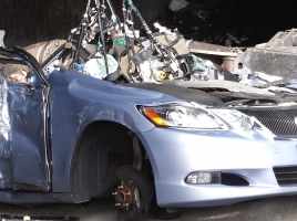 動かなくなった車を処分する方法。かかる費用は?