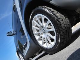 タイヤの「ひび割れ」はバーストの原因にもなる?その対処法は?