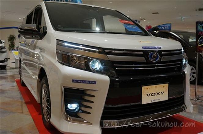 トヨタ ヴォクシー 2016