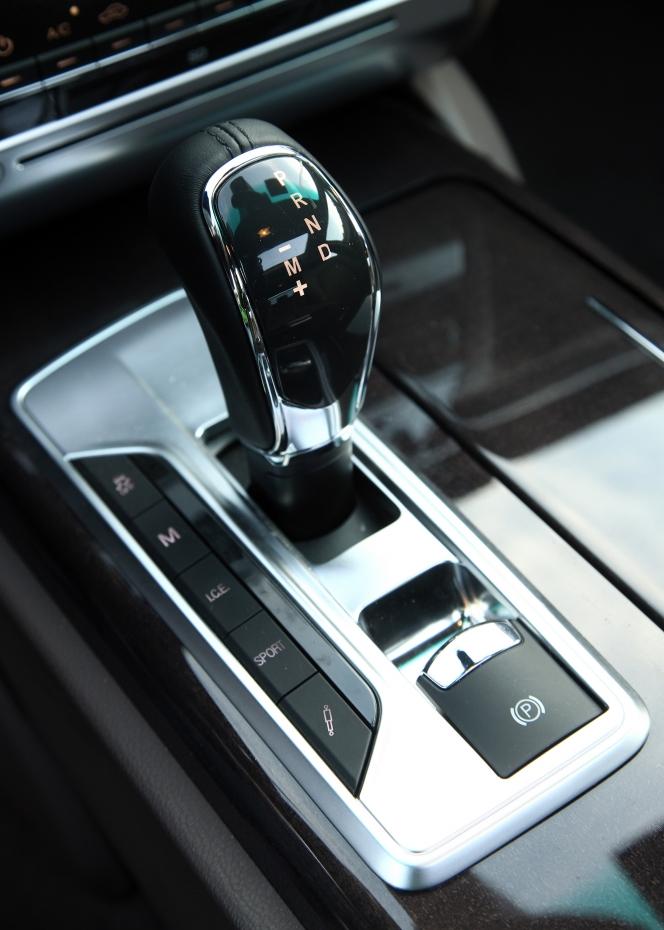 2014 Maserati Quattroporte shifter