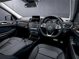 輸入車は右ハンドル、左ハンドルのどちらが高く売れるのか?