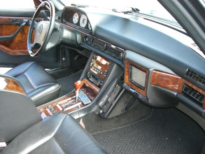 当時の高級車の必需品。テレビ・自動車電話・最高級グレード(フルオプション)