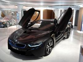 ノブコブ吉村さんは2,000万BMW!!高級愛車をのりまわす、お笑い芸人ベストイレブン。