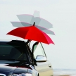 クルマの乗り降りで濡れない、逆に開く傘