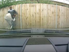 アストンマーチンが見知らぬ誰かに傷つけられる事件発生...車両荒らしの対策と対応