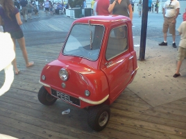 当時は3万円で売られていた?!片手で持ち運べる世界最小の車「ピール・P50」とは?
