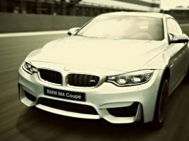 BMW M4 vs E92型M3クーペ vs アウディ RS5…最も速いのはどの車?