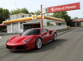 フェラーリなどのスーパーカーは拒否されることも…機械洗車のメリット・デメリット