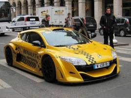 クールすぎる「タクシー×スポーツカー」 料金が心配!でも乗りたい!