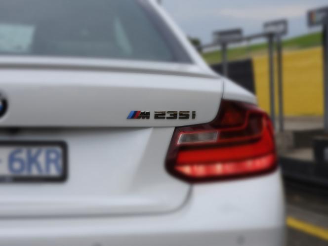 F22_M235i