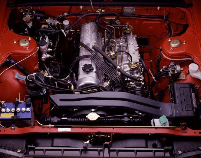 日産 スカイライン(R30) エンジンルーム(L型)