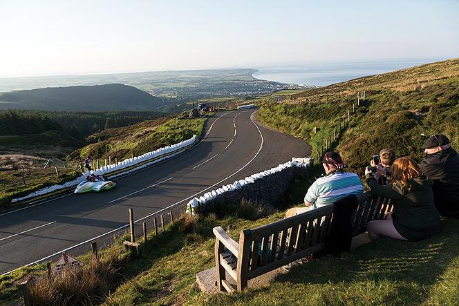 アヘッド マン島に見る死生観 Isle of Man