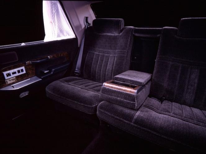 トヨタ センチュリー 後部座席