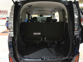 ヴォクシーの荷室サイズ【アレンジによって異なる荷室寸法を徹底解説】
