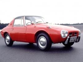 昭和の小型スポーツカー「S8」と「ヨタハチ」、あなたはどちらが好み?