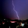 7月が最も多い落雷事故。雷が鳴ったら車に避難すれば大丈夫…それって本当?