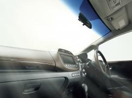 車内の温度を素早く下げる方法