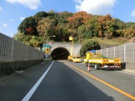高速道路にある信号機「トンネル用信号」には、どんな意味があるの?