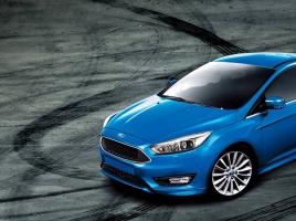 ビルの屋上で試されるフォードの自動駐車機能…その実力とは?