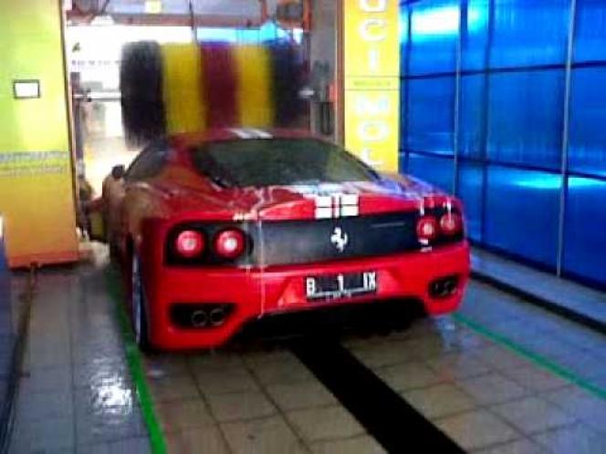 フェラーリ洗車