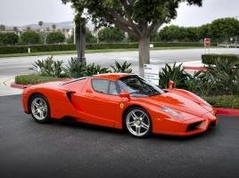 米国のキャンピングカーはフェラーリを積める!驚きのモーターホームとは?!