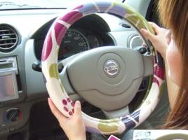 ハンドルやシートのカバーのドレスアップで運転はしやすくなる?
