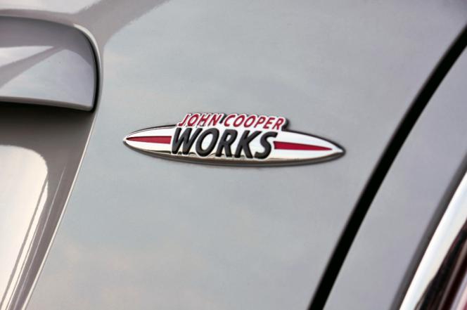 アヘッド BMWは、Mスポーツ MINIは、ジョン・クーパー・ワークス