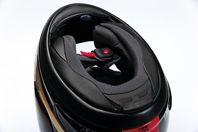 アヘッド 二輪と四輪のヘルメットの違い