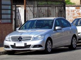 ディーゼル車も導入されたメルセデス•ベンツ Cクラス…その新車価格や中古車情報、評価について