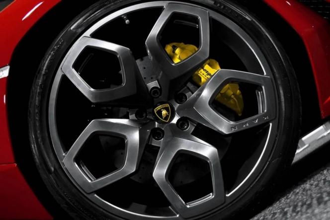 Kahn Design Lamborghini Aventador wheel