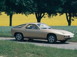 埋もれちゃいけない名車たち vol.40 911を前に敗れた主力モデルという夢「ポルシェ 928」