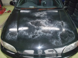 割れたりや剥げたりする車の塗装…その原因と対処法は?